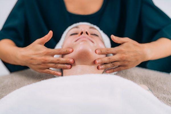 Massaggio viso - Corso Massaggiatore estetico